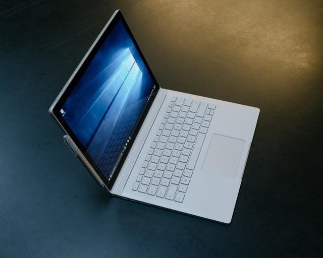 Giá Surface Book liệu có quá cao hay không?