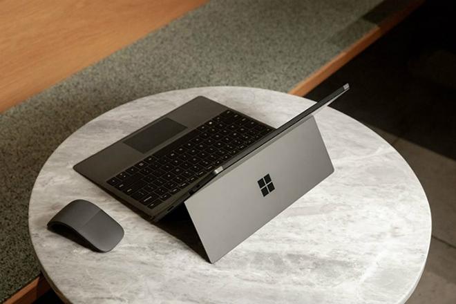 có nên mua máy tính Surface 01